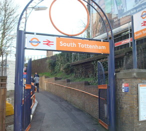 800px-South_Tottenham_Railway_Station_-_geograph.org.uk_-_1766596